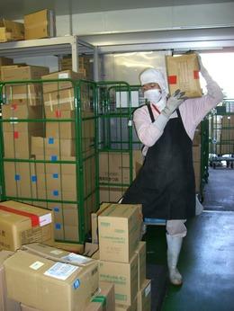 複雑な工程はナシ荷受スタッフ大募集お惣菜の材料などを受け取り、確認するお仕事です。